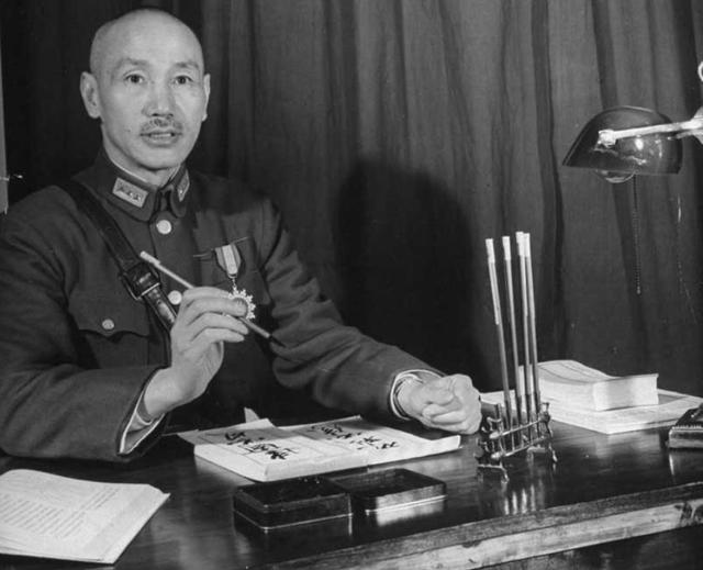 蒋介石在日记中把所有人骂了遍_为何独不骂此人