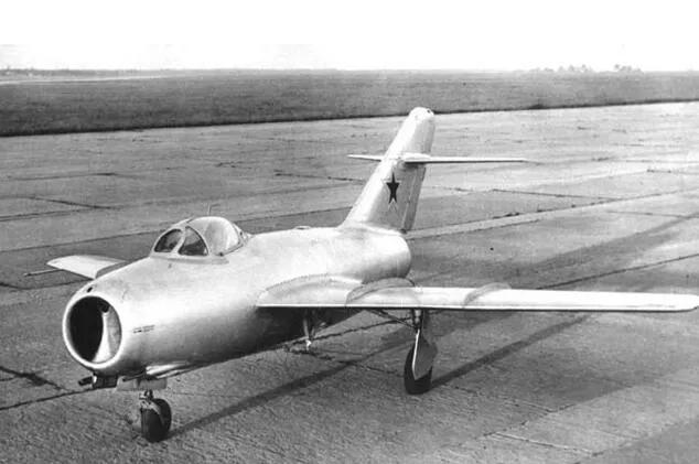 上图_ 苏联米格-15战斗机