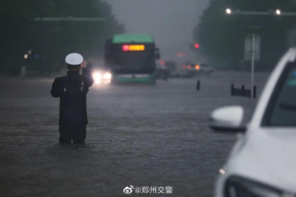 图片来源:郑州交警官方微博