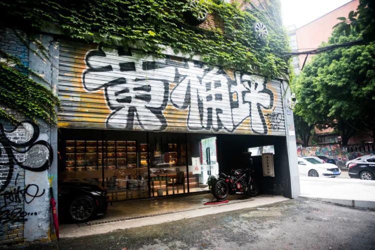 重庆黄桷坪,因涂鸦墙而网红。/ 图虫创意