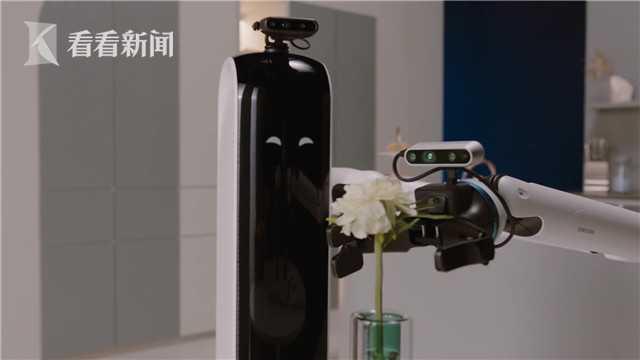 """机械救兵:人工智能机器人助力疫情""""新常态"""""""
