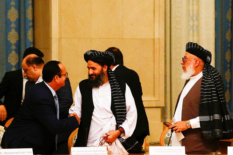 当地时间2019年5月30日,俄罗斯莫斯科,阿富汗与塔利班谈判进入第三天,塔利班联合创始人巴拉达尔(中)出席。