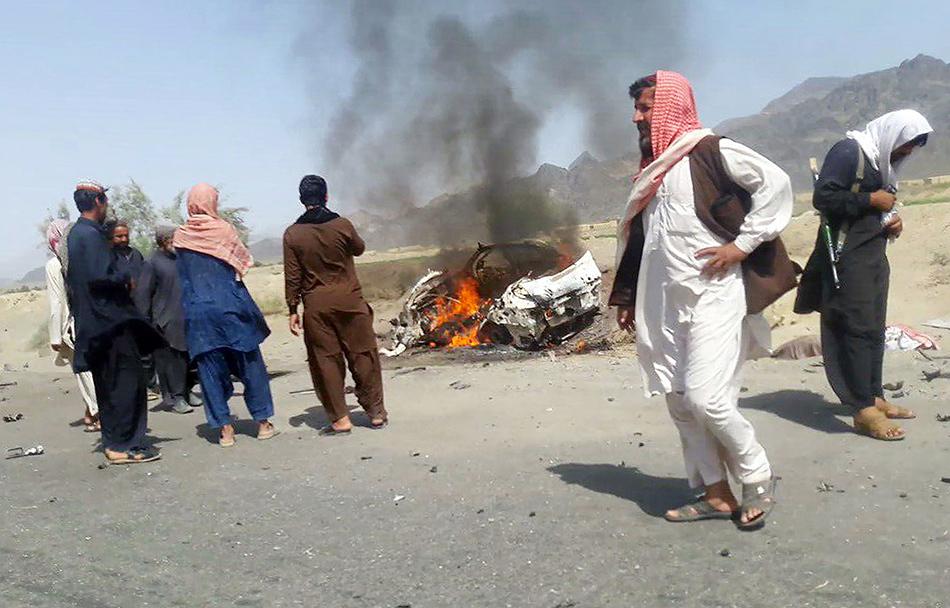 当地时间2016年5月21日,巴基斯坦俾路支省Ahmad Wal镇,阿富汗塔利班领导人阿赫塔尔·曼苏尔乘坐的汽车被无人机炸毁。