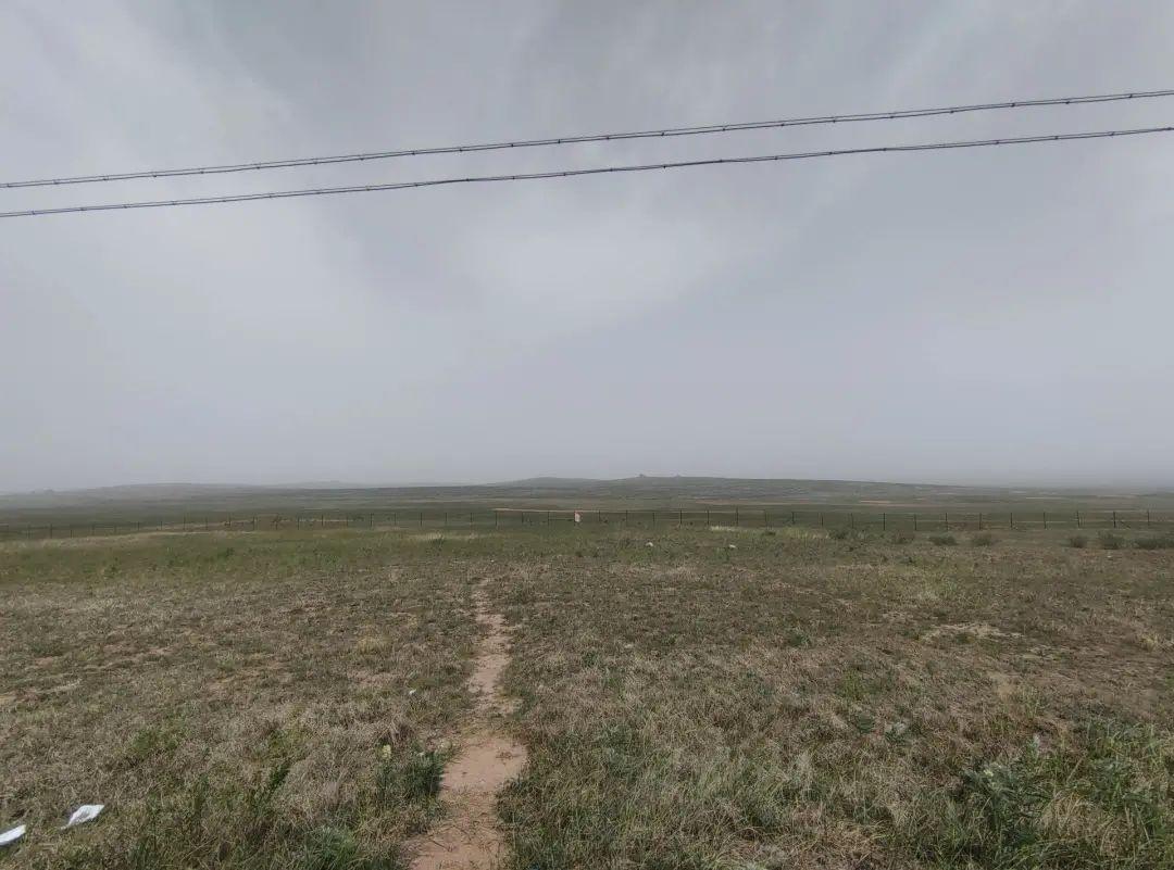 图 / 荒无人烟的戈壁草原 来源 / 受访者供图