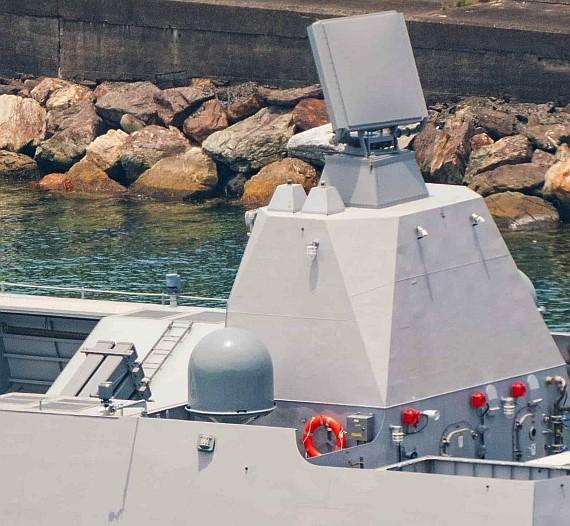 """""""海剑""""2舰空导弹采用倾斜式固定发射箱,射界受到限制。"""
