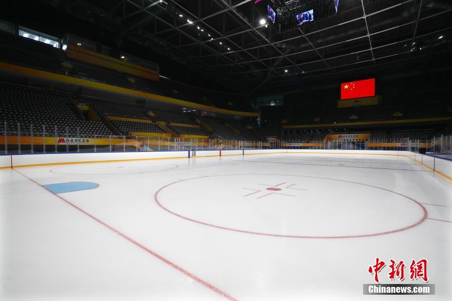 2021年1月29日,已完成制冰的国家体育馆。北京2022年冬奥会及冬残奥会冰球比赛场馆国家体育馆于28日完成首次制冰工作,目前场馆具备比赛测试条件。 中新社记者 富田 摄