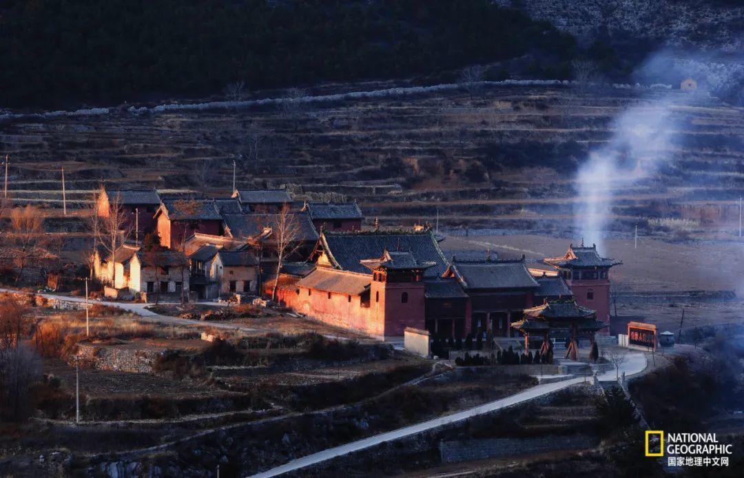 壶关县的真泽二仙宫,背依紫团山,面对翠微峰,现存建筑都建于元代以后,但这里鼎盛的香火可以追溯到唐、宋时期。 摄影:赵钢