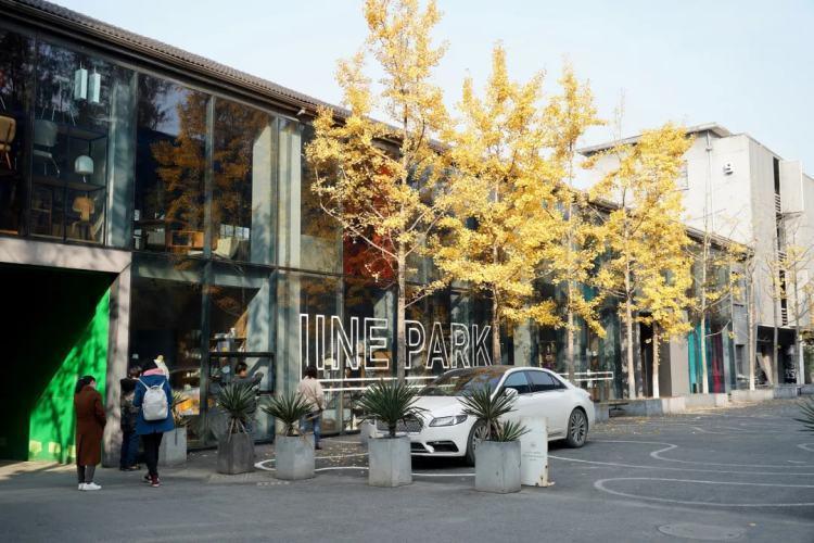 杭州东信·和创园是在原东方通信的老厂区内改建而成,如今成了聚集有买手店、面包店、花店的创意生活区。/ 图虫创意