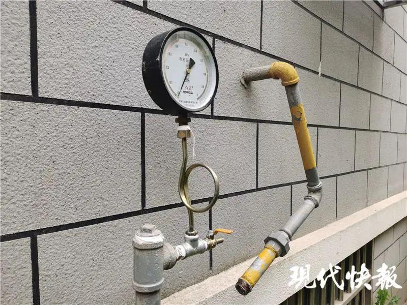 △小区楼下的燃气压力表