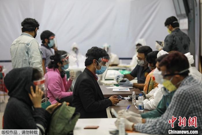 资料图:疫情下的印度。