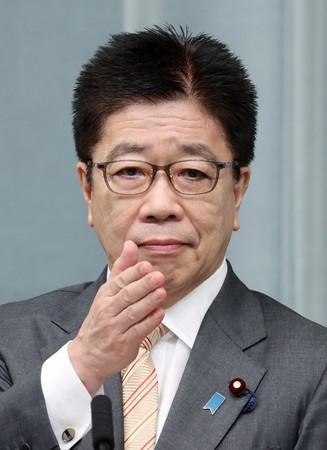 日本内阁官房长官加藤胜信在记者会上 图自时事通讯社