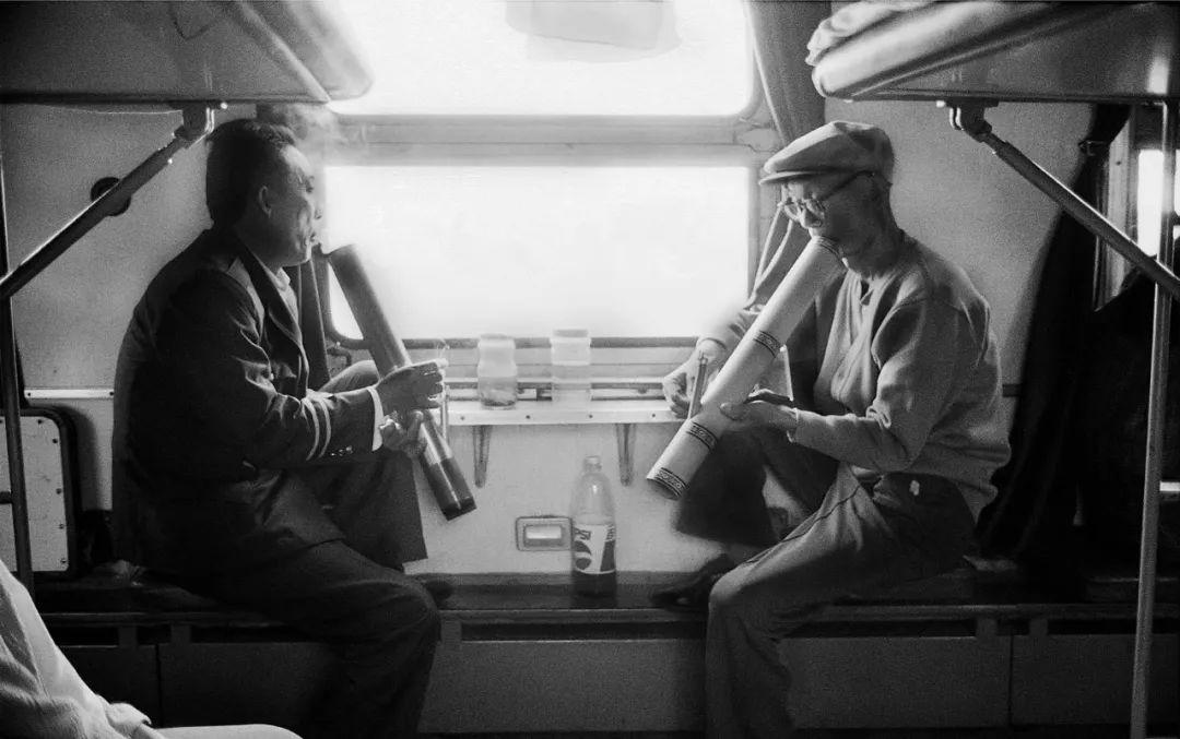 40年前的春运火车 有人围桌打麻将,有人当场生孩子 最新热点 第34张