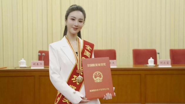 新华社推出大型纪录片《中国减贫密码》!薇娅出镜揭秘电商直播的扶贫力量 薇娅直播