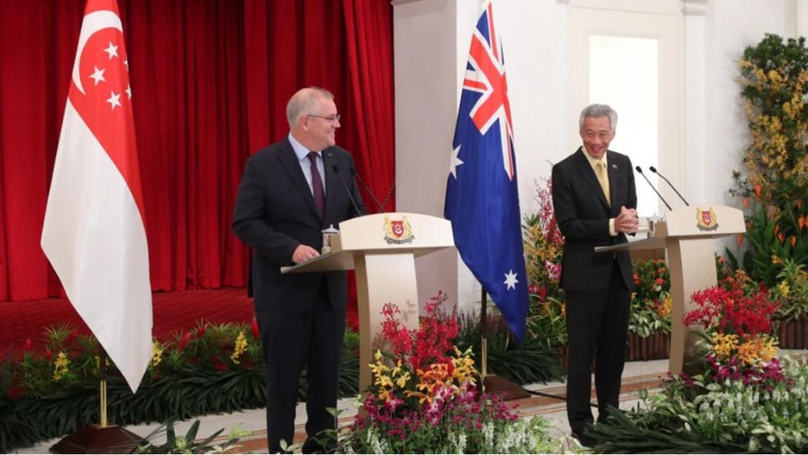 莫里森(左)与李显龙(右)在新加坡会晤