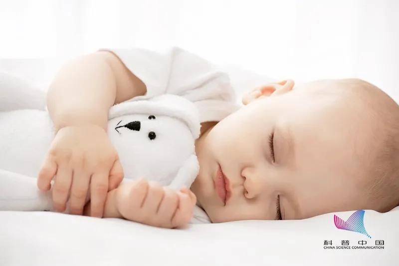 """孩子睡""""扁头""""有福气,""""圆头""""聪明?这样睡不仅影响颜值,还会…"""