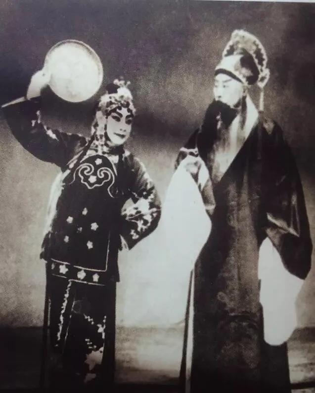 上图_ 1963年,张伯驹与梁小鸾在长春演出《游龙戏凤》