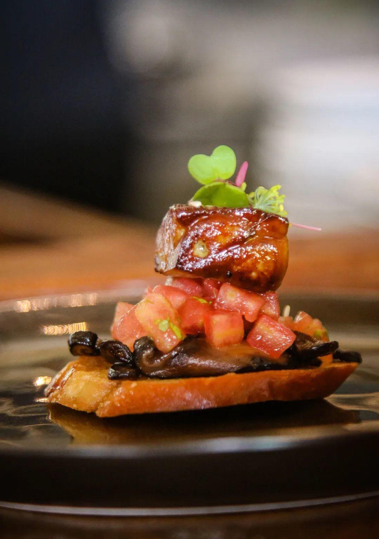 種種高端食材堆砌,就可以成為一家高端餐廳嗎?