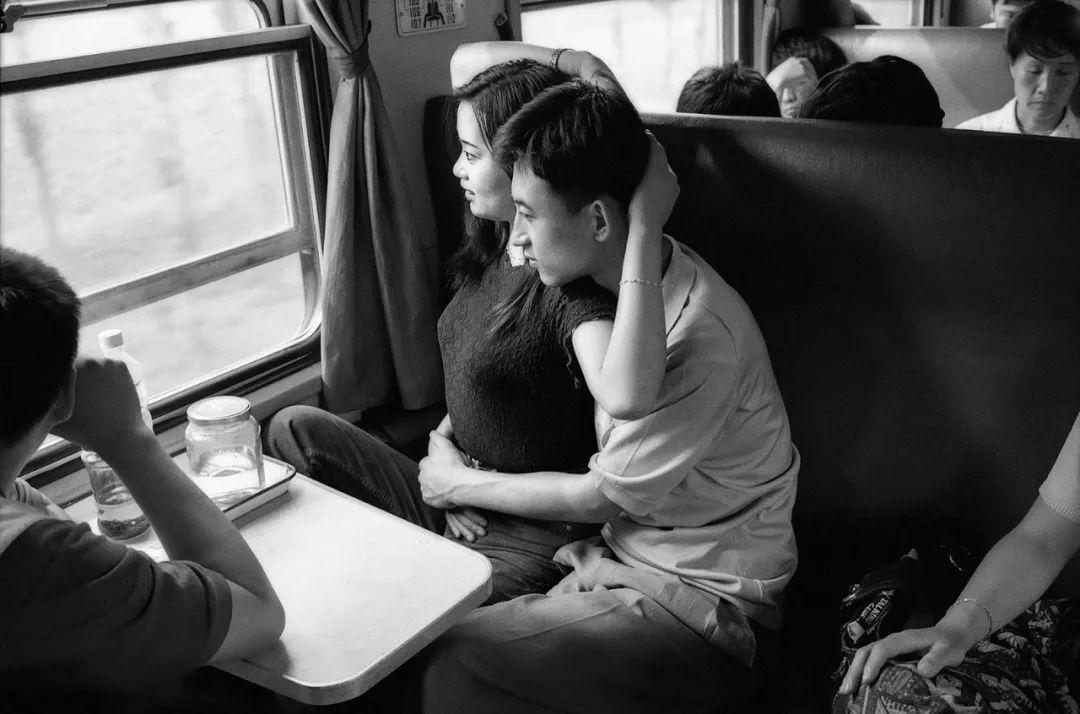 40年前的春运火车 有人围桌打麻将,有人当场生孩子 最新热点 第14张