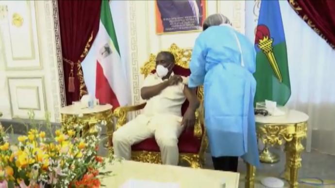 赤道几内亚副总统曼格接种中国疫苗