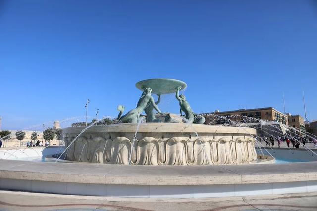 早晨的特里顿喷泉/图虫创意
