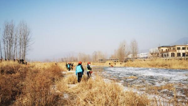 保定阜平县三名小孩落水,冰下被发现已溺亡