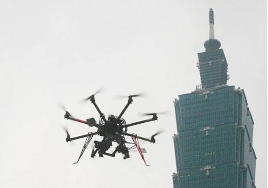 人工智能也失控?数百架民用无人机撞向大楼,网友:是程序错误了