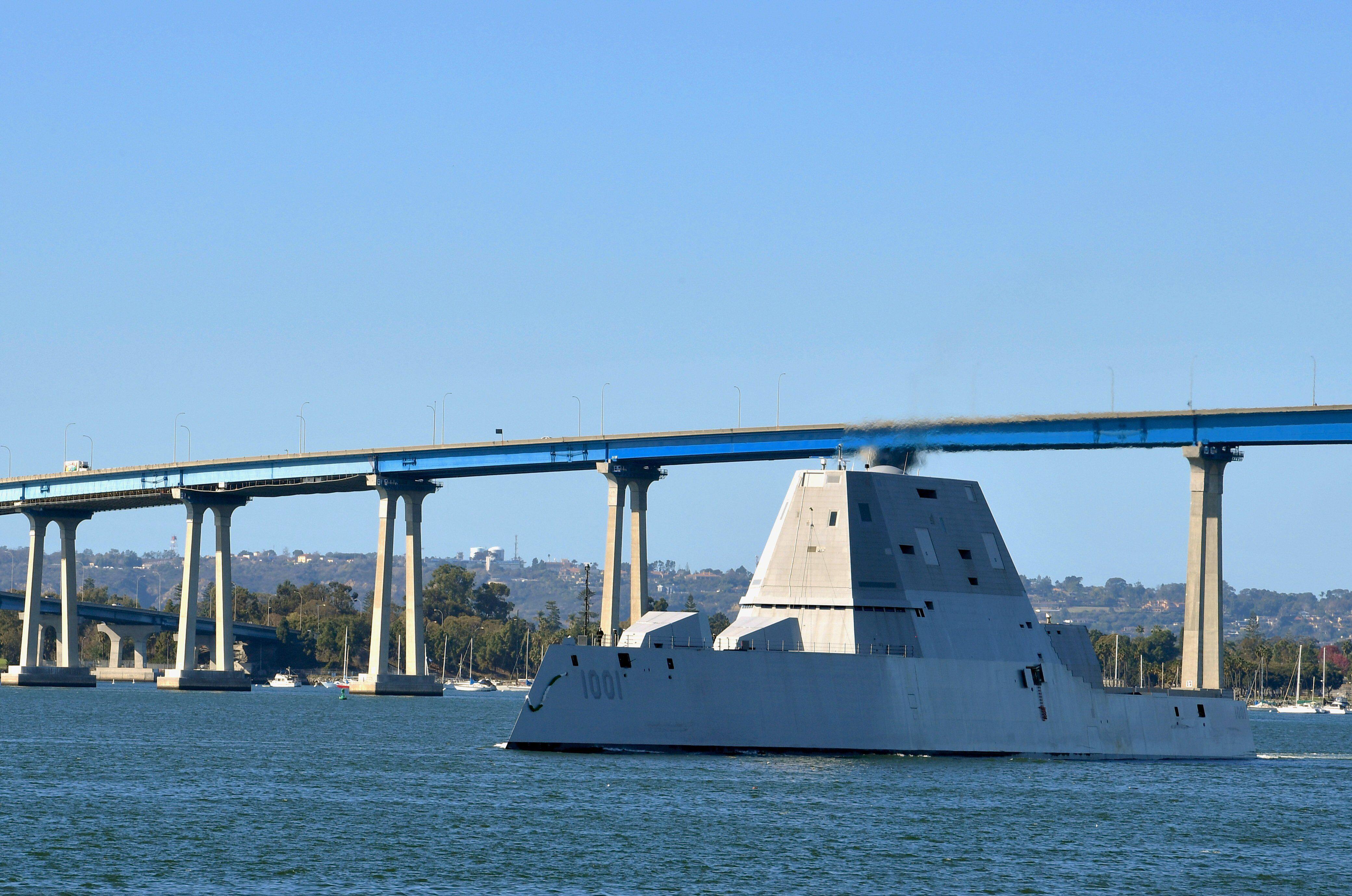 """美国海军""""迈克尔·孟索尔""""号驱逐舰,系朱姆沃尔特级2号舰"""