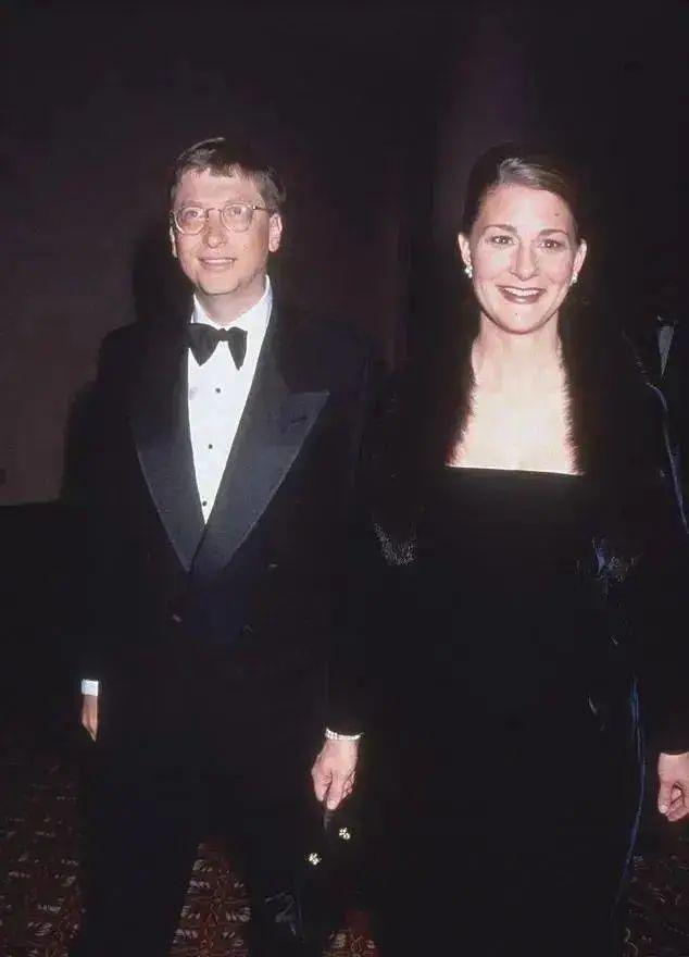 盖茨夫妇出席晚宴