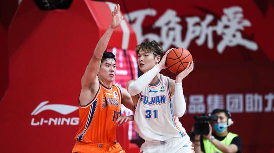 重磅!王哲林加盟上海男籃