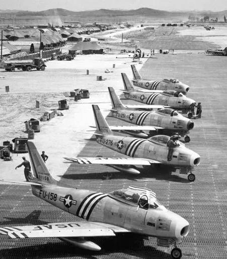 上图_ 美军F86战斗机