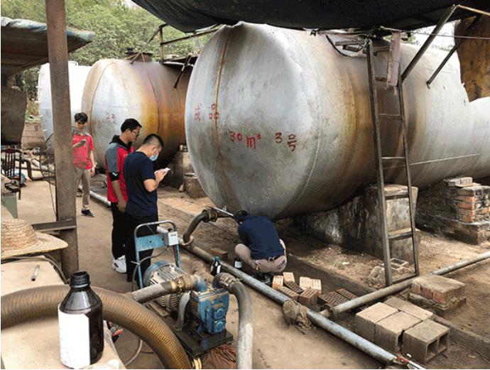 广西南宁的一处轻质循环油大型调和窝点。(受访者供图)