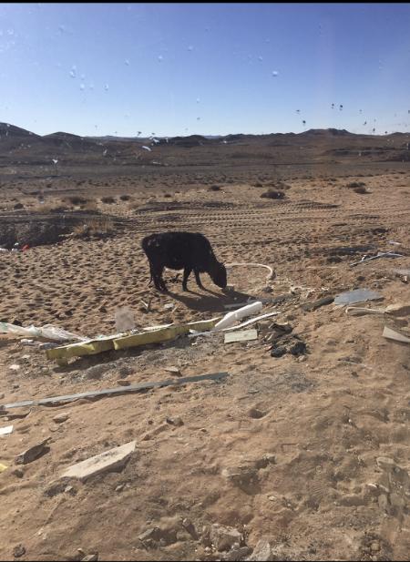"""冯胜前往的""""矿场""""在一片内蒙古荒原上。  图为受访者提供"""