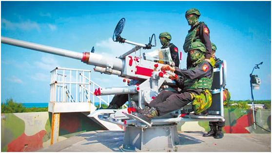 """图为台""""海巡署""""驻东沙岛官兵进行例行战备训练。(图片取自台媒)"""