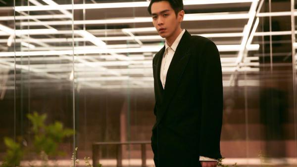 演员张若昀以委托合同纠纷为由起诉父亲张健