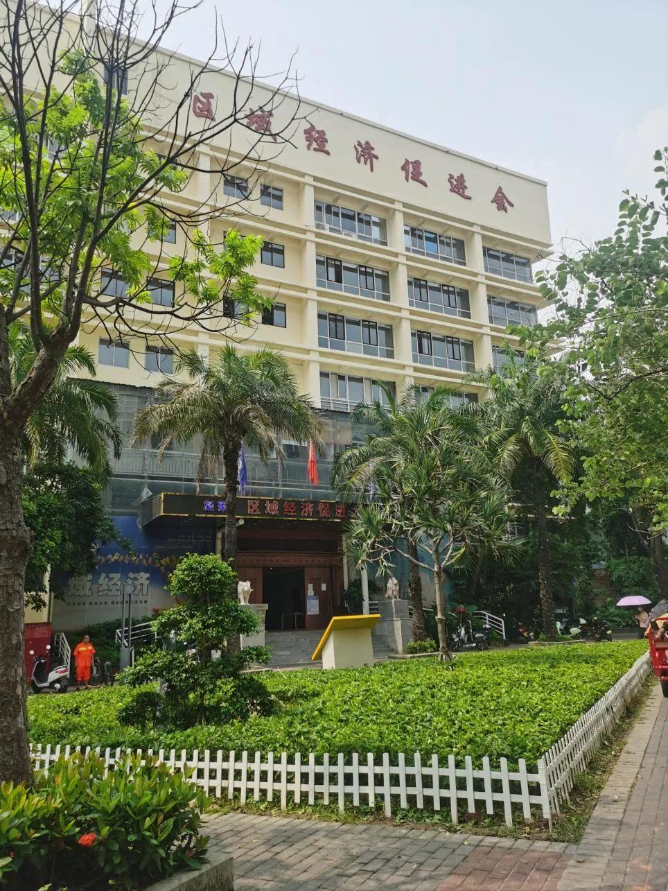 图片:深圳市宝安区某大厦 本报记者摄