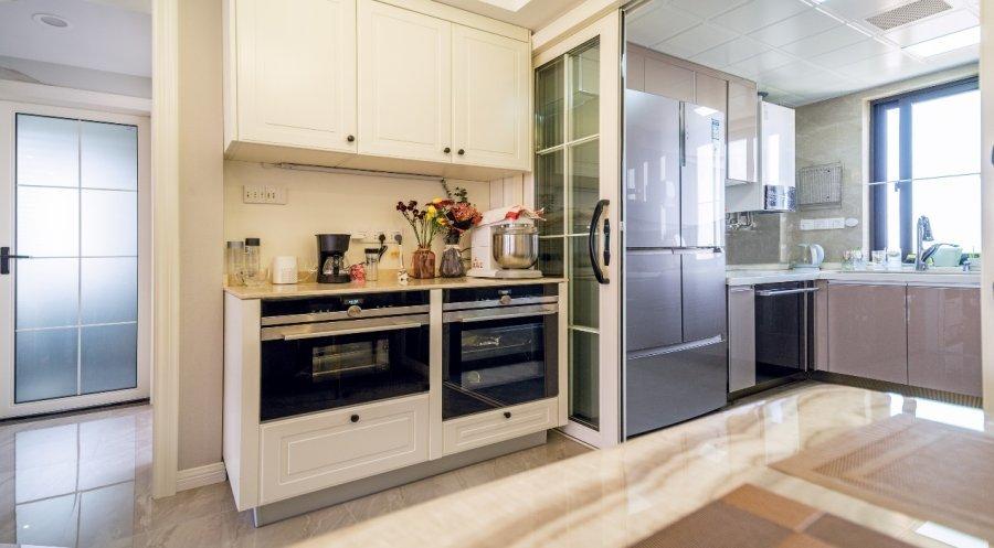 落地三翼鳥效果如何?卡薩帝新一代廚房打開冰箱增長新空間