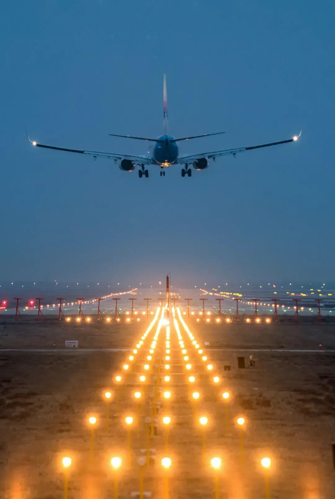 ▲ 新郑国际机场,国际航空货运枢纽机场、中国八大区域性枢纽机场之一。摄影/焦潇翔