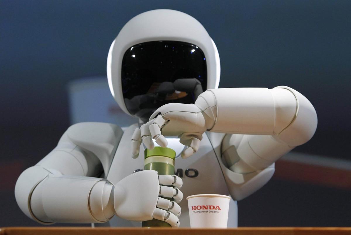 看人工智能机器人如何大显才能,助力保险行业