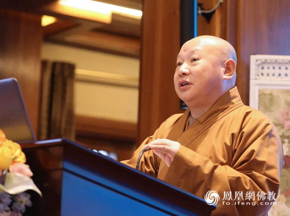 中国佛教协会副会长、哈尔滨极乐寺方丈静波法师(图片来源:凤凰网佛教)