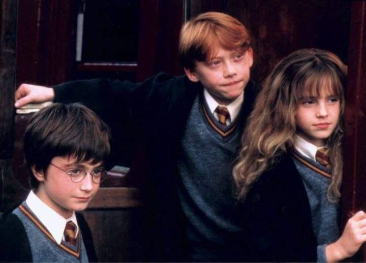 """备受瞩目的""""三小只""""/《哈利·波特与魔法石》电影截图"""