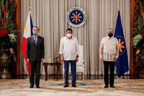 ▲当地时间2021年1月16日,菲律宾总统杜特尔特在马尼拉会见到访的国务委员兼外长王毅。(外交部网站)