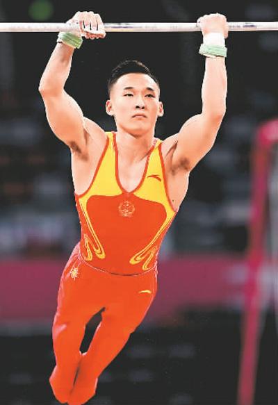 肖若腾在2021年全国体操锦标赛单杠比赛中。新华社记者 王曦 摄