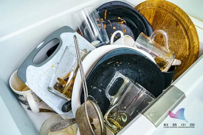 4小时不洗碗=吃毒?注意!这样洗碗越洗越脏,千万别再这样做