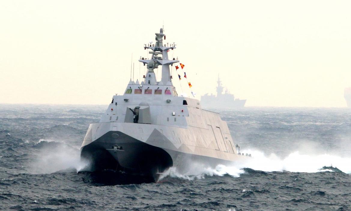 """""""沱江""""号在海试和使用中暴露出浮力不足、航行时震动过大、航速大幅降低等问题。"""