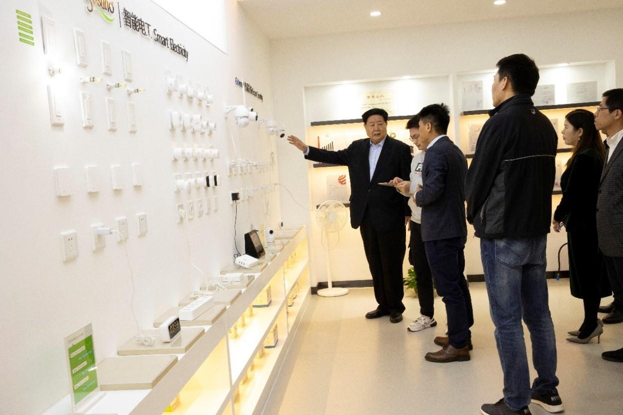 中国中小企业协会会长李子彬一行莅临酷客智能参观指导