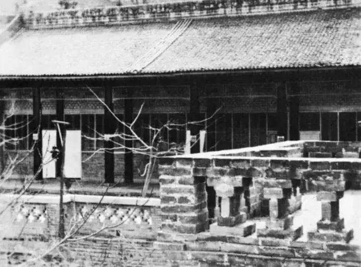上图_ 蒋介石在华清池的五间厅,1936年12月12日,西安事变在此发生