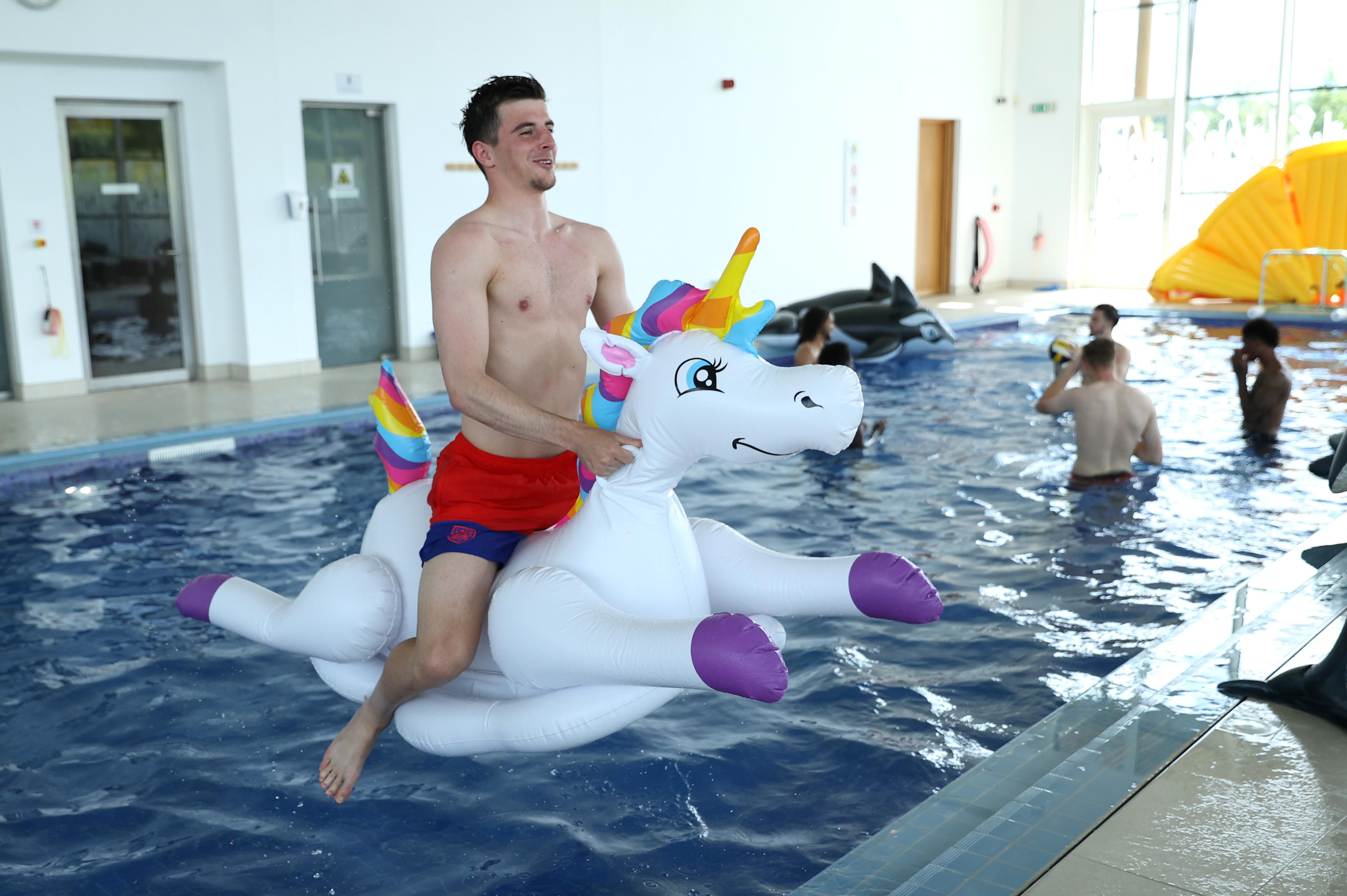 """英格兰队""""阳光彩虹小白马"""",球员在索斯盖特手下踢着快乐足球。"""