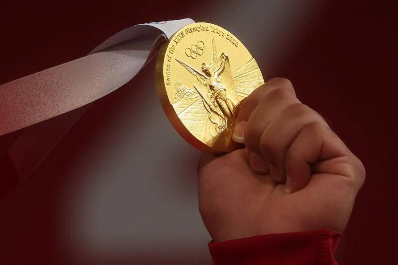 奥运选手的收入跟成绩挂钩,图为东京奥运会金牌。图片:CFP