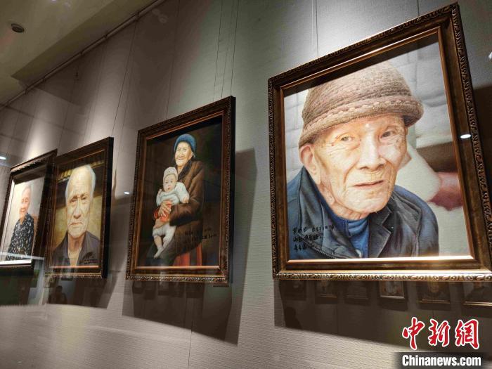 图为展览展示的画作。 王晓飞 摄