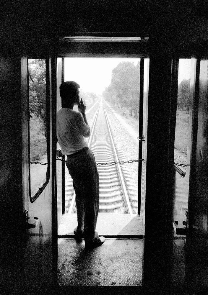 40年前的春运火车 有人围桌打麻将,有人当场生孩子 最新热点 第39张